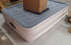 SoundAsleep Dream Series air mattress review of weight distribution - box on the bed